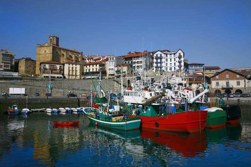 El habitualmente tranquilo puerto de Getaria se verá sacudido por un gran evento de homenaje a su más ilustre vecino. Foto: Getaria Turismoa.