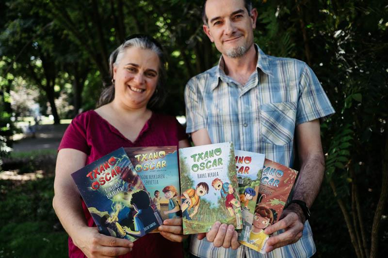 La ilustradora Patricia Pérez y el escritor Julio Santos, los autores de 'Txano y Óscar'. Fotos: Santiago Farizano