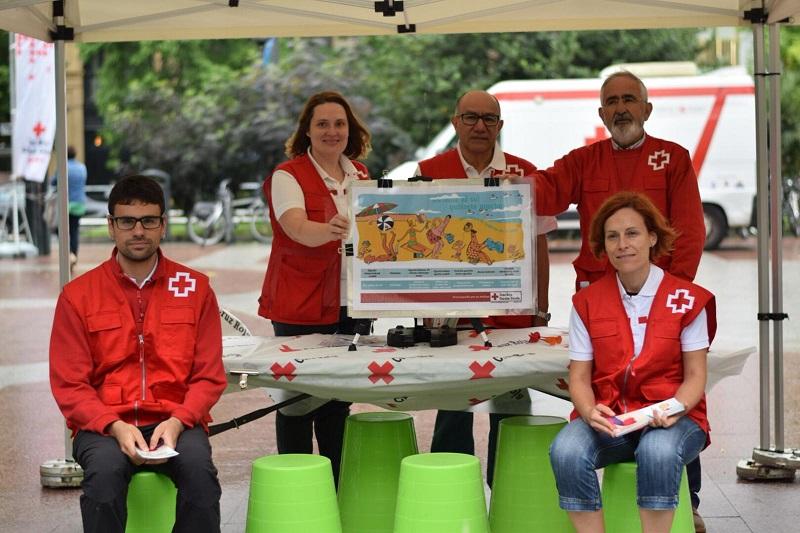 Voluntarios de Cruz Roja durante la presentación de la campaña en el Boulevard. Foto: Cruz Roja