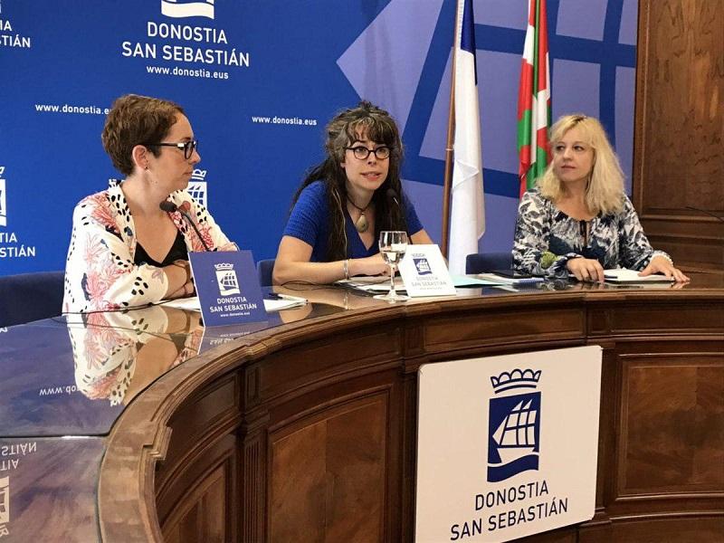 Imagen de archivo. Las tres concejalas de Elkarrekin Donostia. Haizea Garay (IU), Aitzole Araneta y Marta Huarte (Podemos). Foto: Ayto