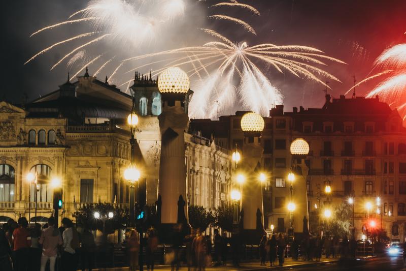 Fuegos italianos para la noche del lunes. Fotos: Santiago Farizano