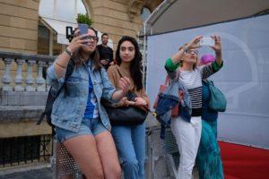 LRM EXPORT 38318887379048 20190926 190840189 1024x682 300x200 - Mario Casas desata la locura en el Festival de San Sebastián