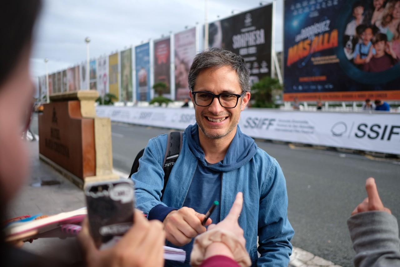 Gael García Bernal, sonriente y encantador. Fotos: Santiago Farizano