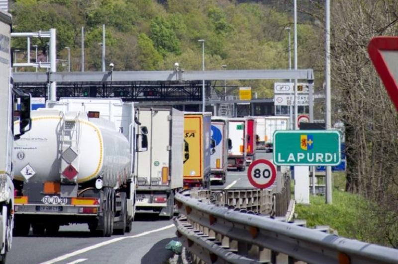 Paso fronterizo entre Irun e Iparralde. Foto de archivo: todotransporte.com.