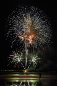 fuegos tercer premio 201x300 - 'Fuegos entrelazados' gana el V Concurso Fotográfico de Fuegos Artificiales