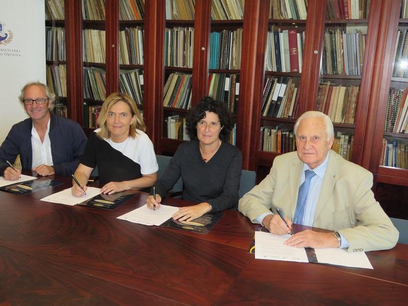 La firma de los representantes de las cuatro instituciones, en la sede del Orfeón.