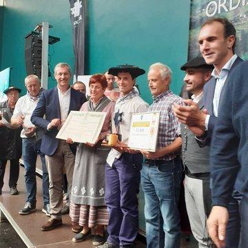 Recoge el premio Julen Arburua de la quesería Kortaria de Lekaroz. Foto: Queso Idiazabal (vía twitter)