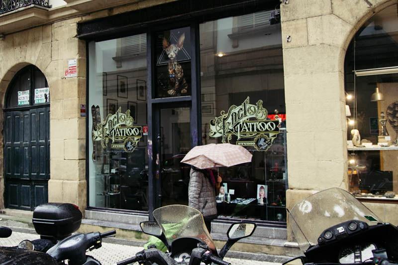 El local que tenía el tatuador en Donostia. Foto: Santiago Farizano