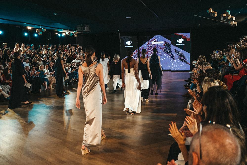 DSF1810 Las diseñadoras de Kutxa Kultur Moda se ganan el aplauso del público