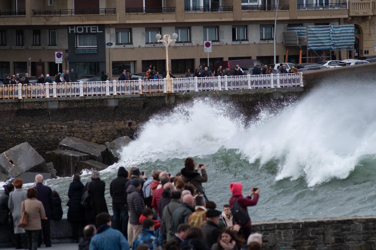 DSCF5966 El mar azota Donostia y regala grandes estampas