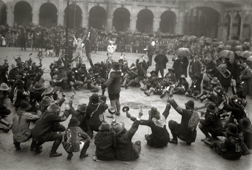 5544 ca object representations media 43786 original 1925 // Celebración de la fiesta de los caldereros en la plaza de la Constitución