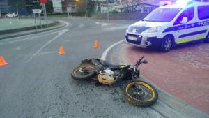 P00106 174125 300x169 - Un herido en un nuevo accidente entre moto y coche en las carretas gipuzkoanas