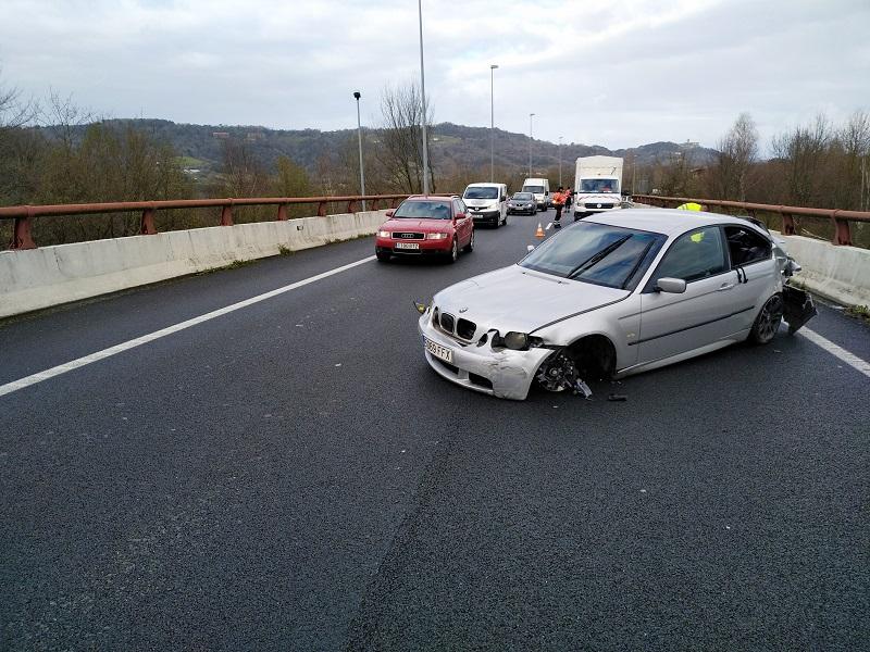 accidente 10 enero Un herido y retenciones en un accidente en la GI-11 (Donostia)