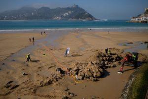 2020 0224 12384100 800x533 1 300x200 - Albaola busca los restos de un barco en la playa de la Concha