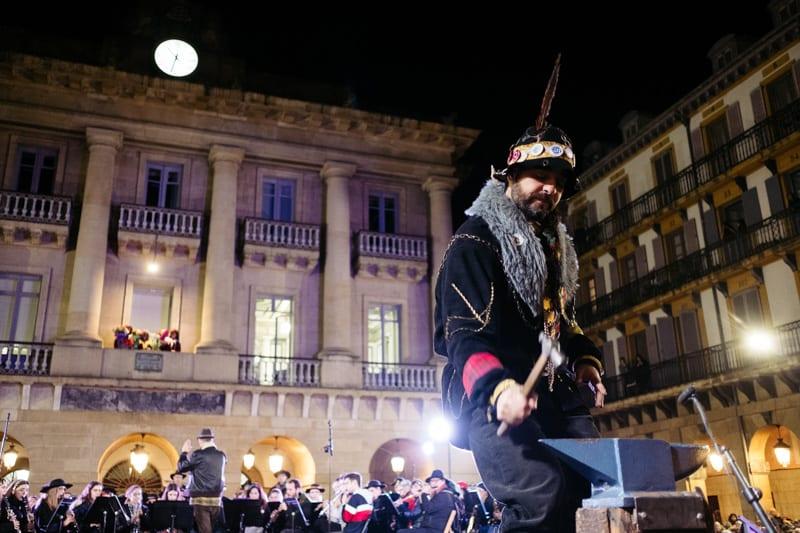 DSCF3253 Caldereros anunciando el Carnaval en Donostia