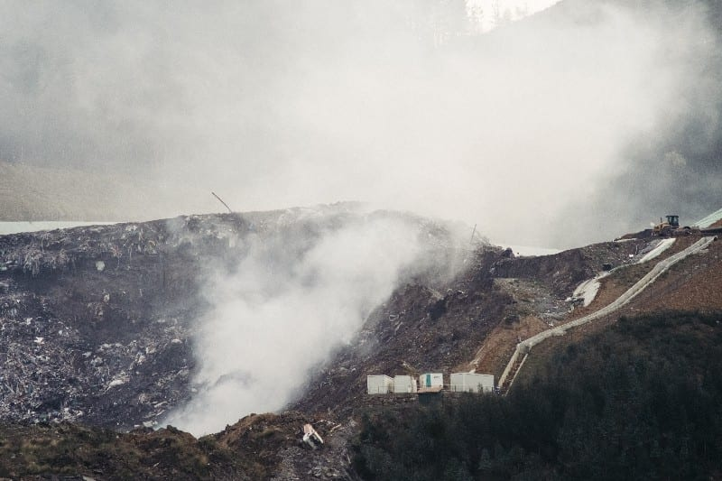 Vertedero de Zaldibar durante los incendios. Foto: Santiago Farizano