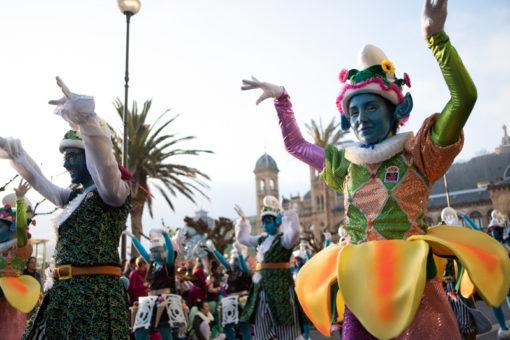 DSCF9628 Multitudinarios desfiles de Carnaval en Donostia