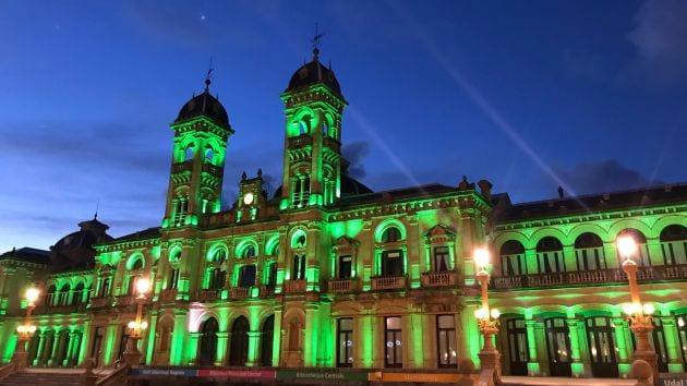 El Ayuntamiento de color verde en el Día Mundial del Cáncer. Foto: Ayto.
