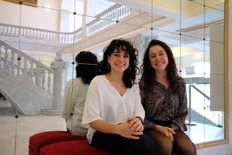 """Júlia Godino y Alexa Moya, directoras de """"Picnic on the Moon"""". Foto: Santiago Farizano"""