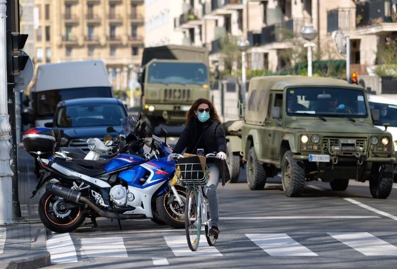 Militares desinfectan la Estación del Norte de San Sebastián