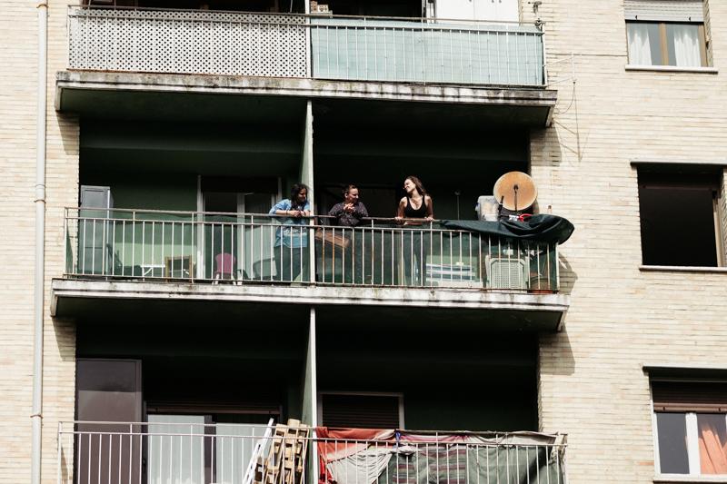 Los amaratarras estrechan relaciones entre vecinos pared de por medio. Foto: Santiago Farizano
