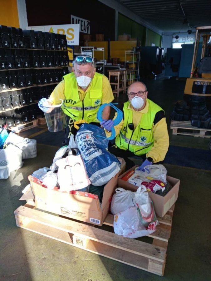 Voluntarios de la DYA recogiendo viseras. Foto: DYA Gipuzkoa