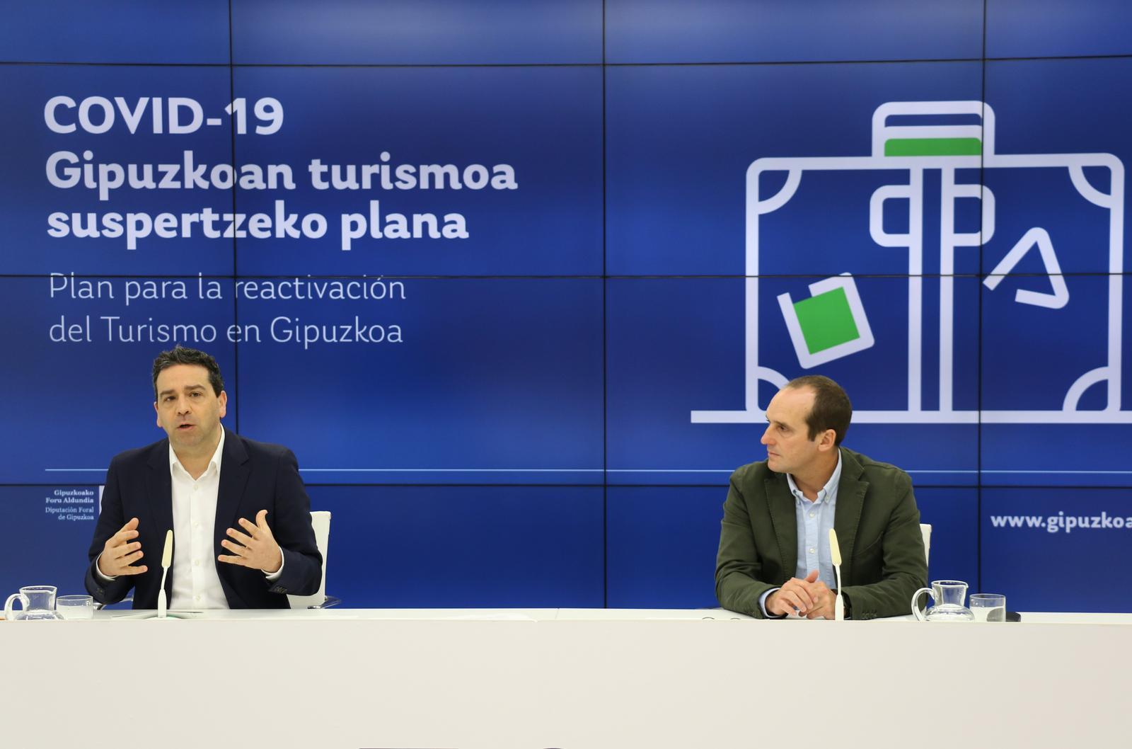 El diputado de Pomoción Económica, Turismo y Medio Rural Imanol Lasa y el director de Turismo Iker Goiria. Foto: Diputación Foral de Gipuzkoa