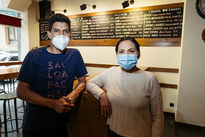 Orcemio Martínez e Hilda Obregón, al frente del Yaku Nikkei de Juan de Garay 5, en el Antiguo. Recién abierto. Fotos: Santiago Farizano