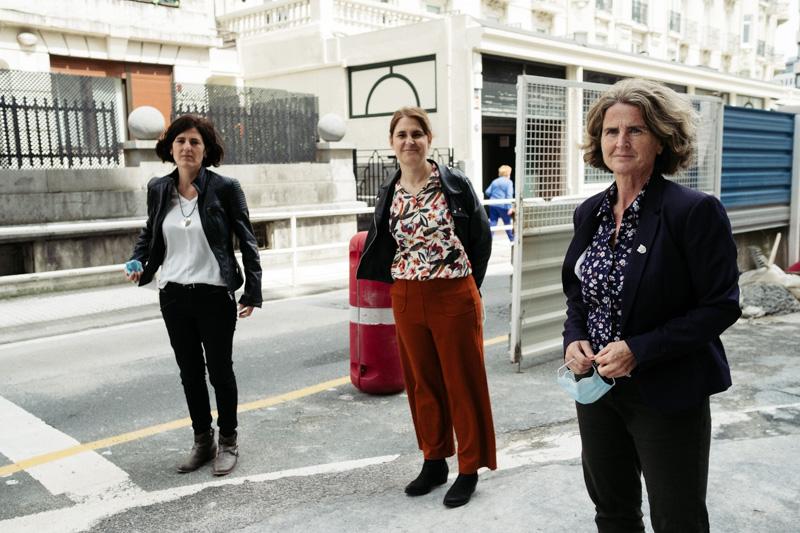 Representantes de EH Bildu hoy en la calle Zubieta. Foto: Santiago Farizano