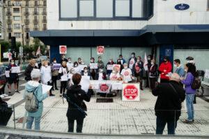 DSCF5726 300x200 - Stop Desahucios reclama que Testa Socimi-Blackstone reubique a Victoria y no la desaloje