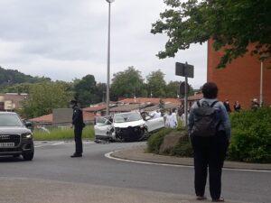 Foto2 300x225 - Un herido tras chocar con su coche en el Paseo Larratxo de Altza