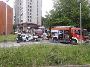 IMG 20200605 WA0026 300x225 - Un herido tras chocar con su coche en el Paseo Larratxo de Altza