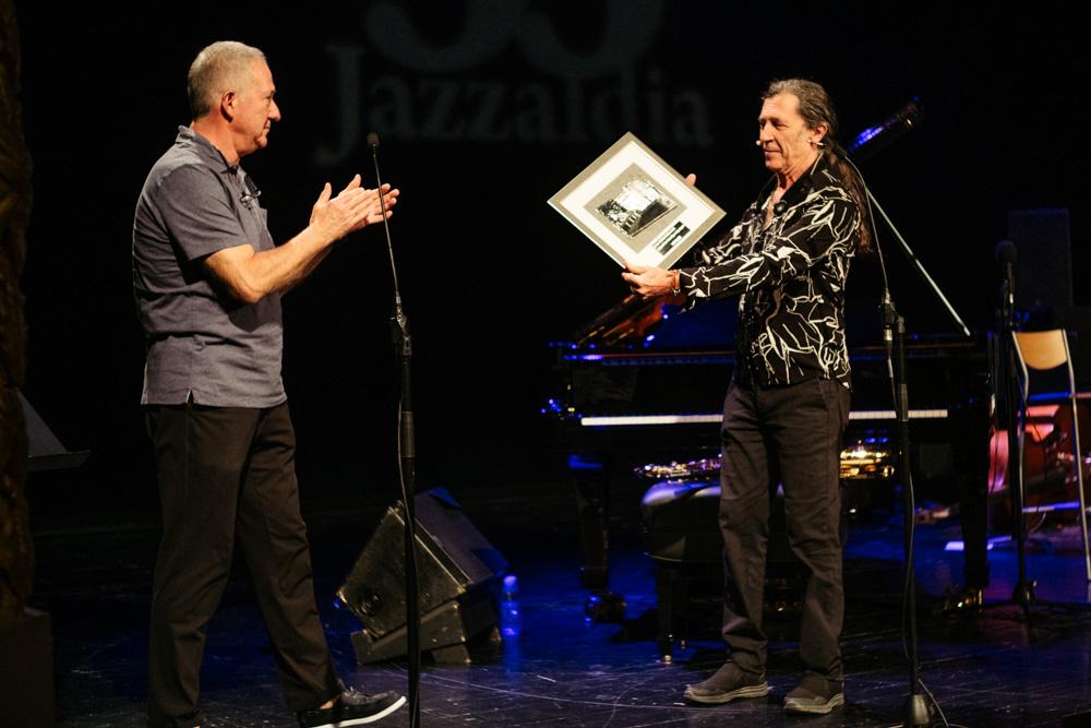 Jorge Pardo recoge el galardón del Jazzaldia. Fotos: Santiago Farizano