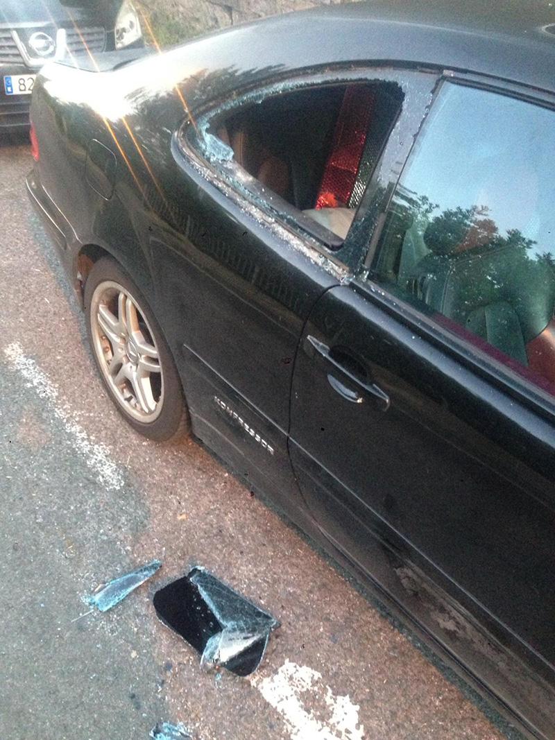 Un coche que ha sufrido un robo estos últimos días en el Alto de Errondo.