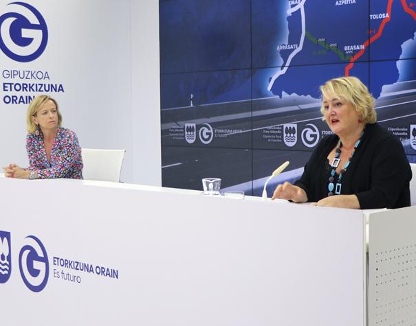 Eider Mendoza y Aintzane Oiarbide, esta mañana en rueda de prensa. Foto: Diputación Foral de Gipuzkoa