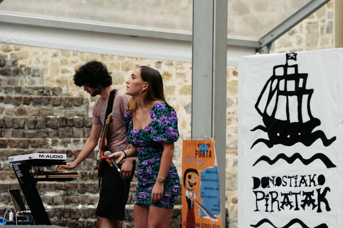 DSCF0465 1 Piratas tranquilos y música en una jornada festiva distinta