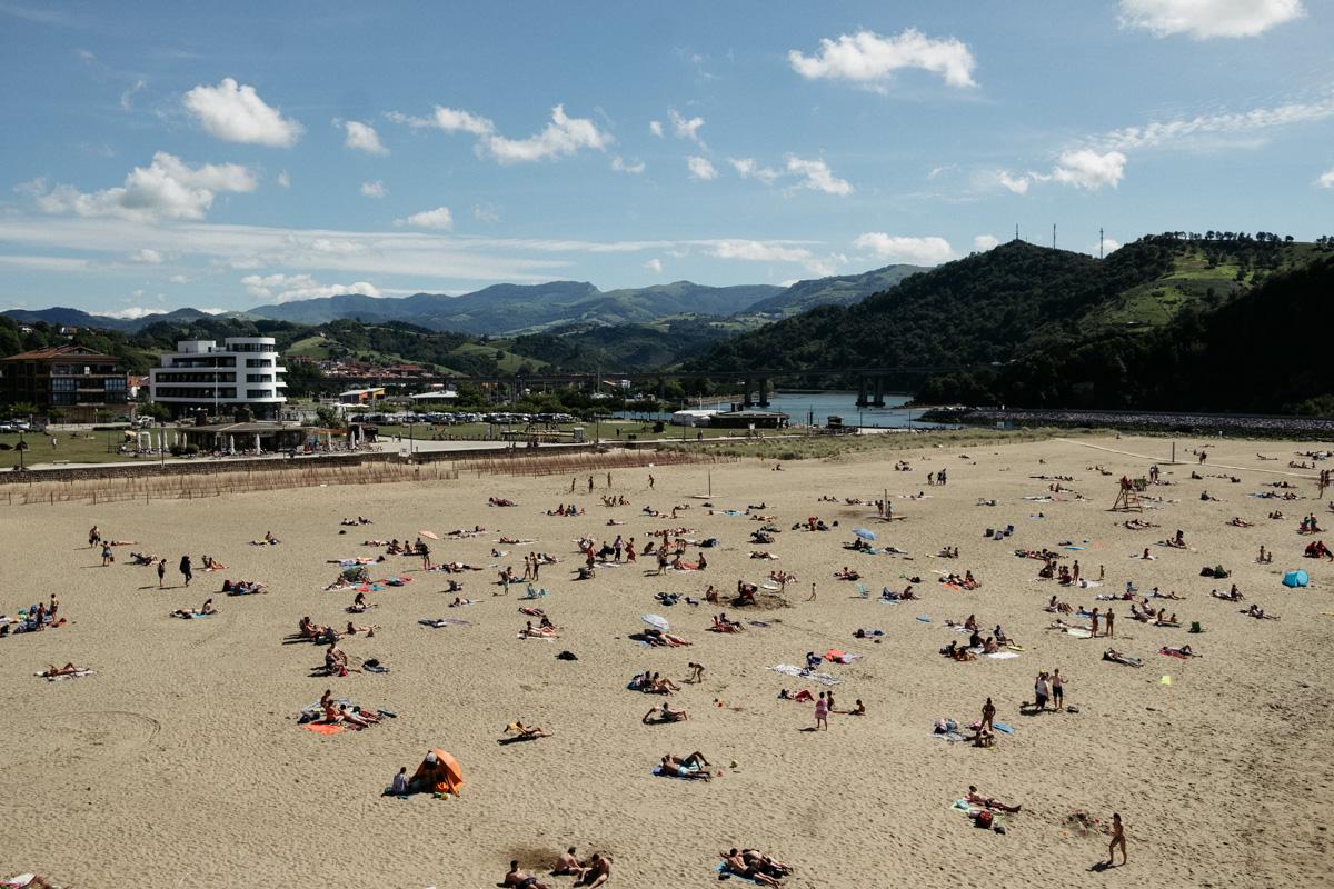 Playa de Orio con el hotel al fondo. Foto: Santiago Farizano