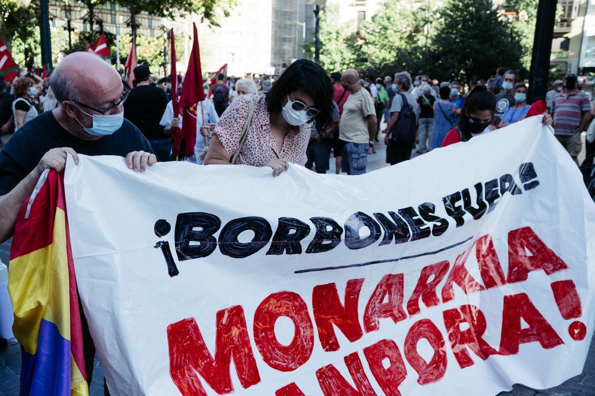 DSCF8509 - Nutrida manifestación contra la monarquía en Donostia