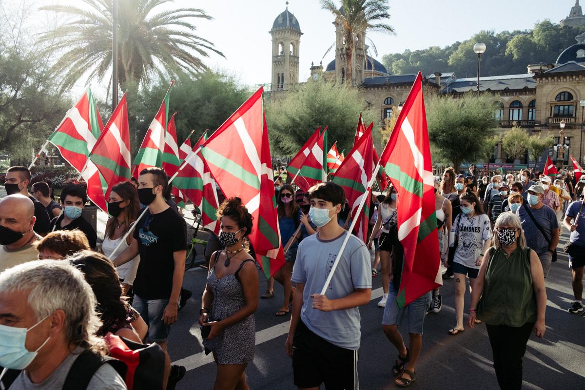 DSCF8565 - Nutrida manifestación contra la monarquía en Donostia