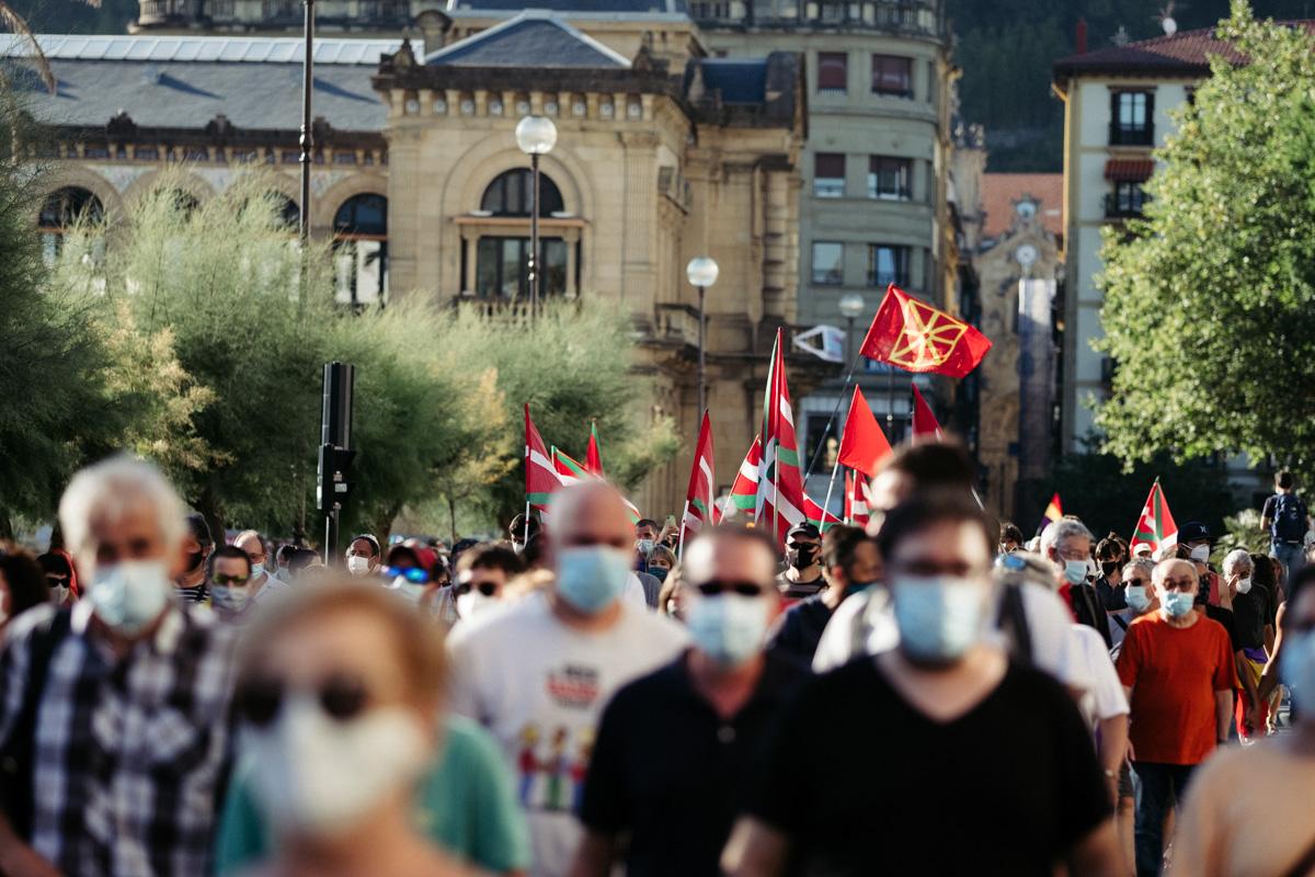 DSCF8586 - Nutrida manifestación contra la monarquía en Donostia