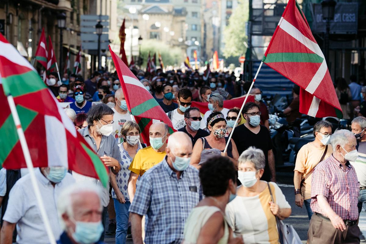 DSCF8634 - Nutrida manifestación contra la monarquía en Donostia