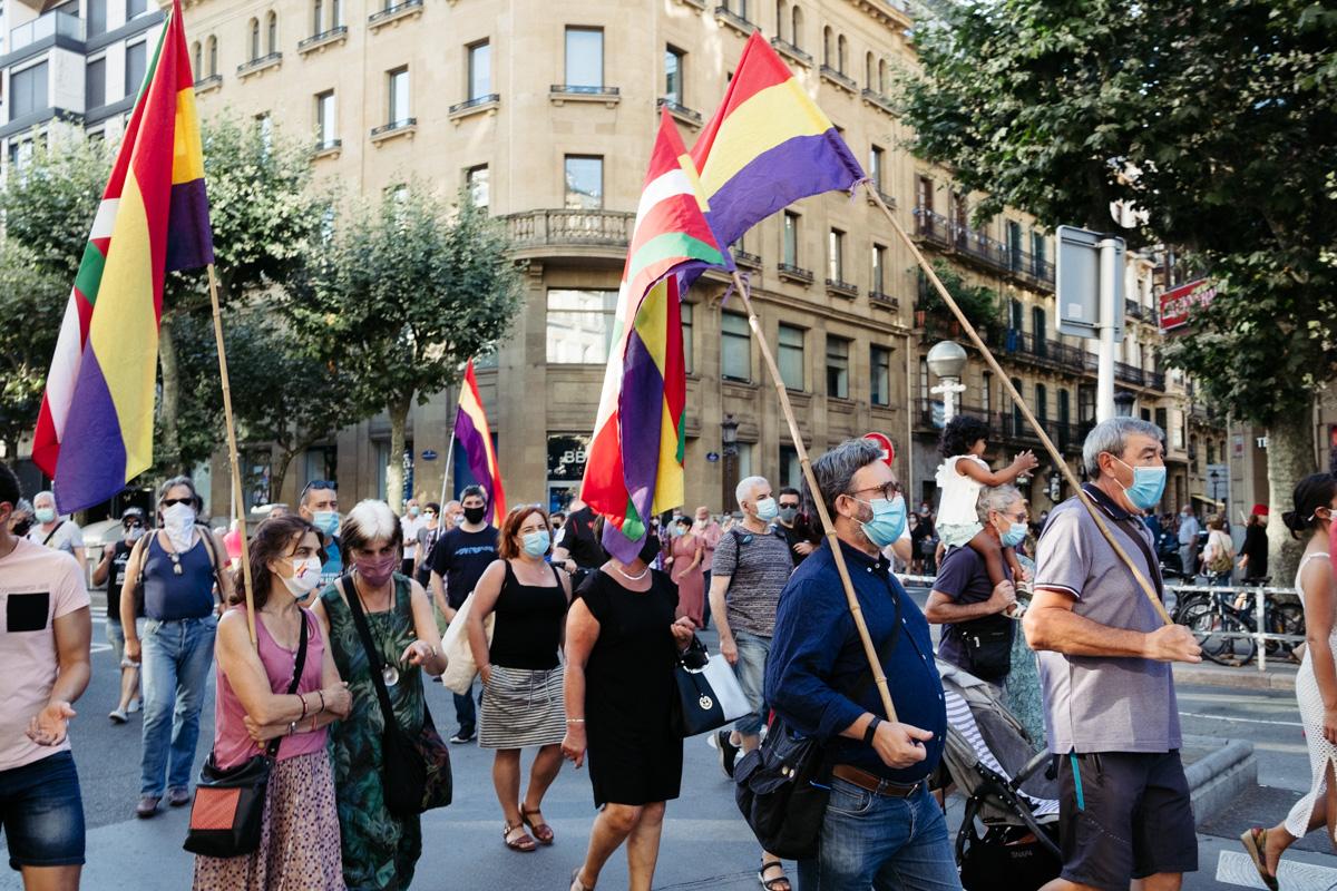 DSCF8670 - Nutrida manifestación contra la monarquía en Donostia