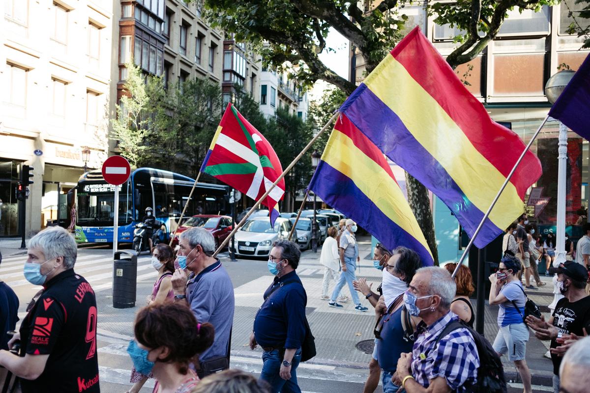 DSCF8711 - Nutrida manifestación contra la monarquía en Donostia