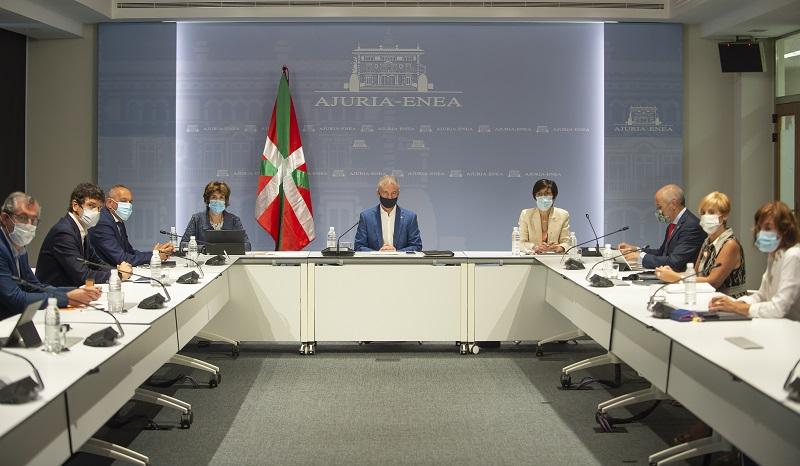 Urkullu presidiendo hoy la reunión del Consejo asesor que le asiste como director único del Plan de Protección Civil de Euskadi (LABI). Foto: Gobierno vasco