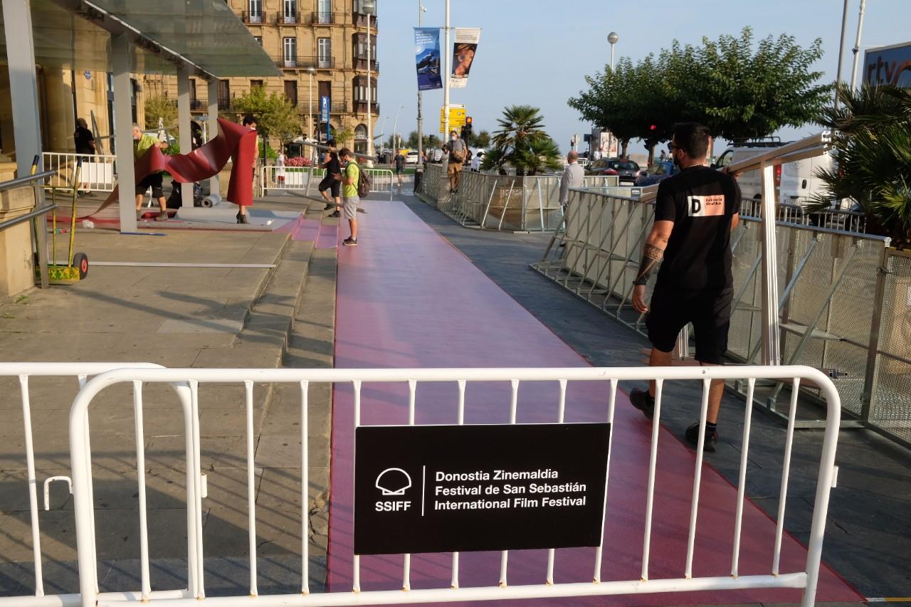 2020 0917 08332400 copy 1280x853 - Donostia espera a Johnny Depp y se viste de Festival con Gina Gershon