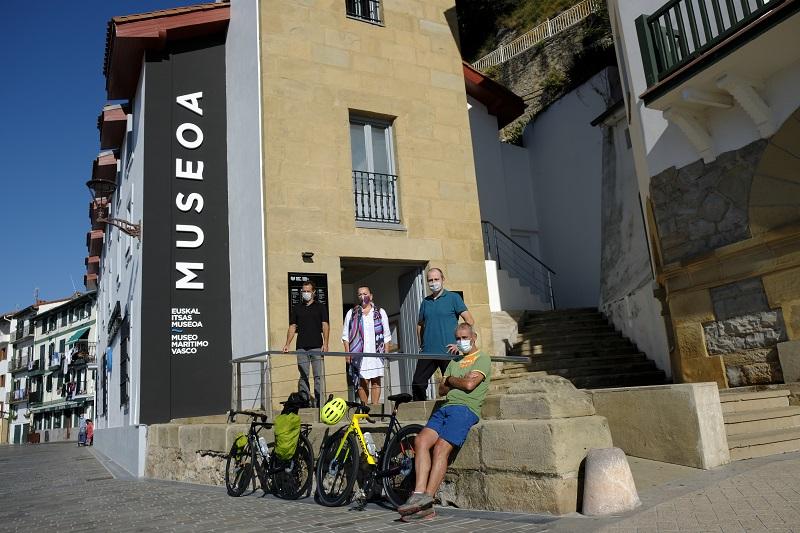 Presentación de la ruta esta mañana en el Museo Marítimo de Donostia. Foto: Euskaldunak mundu biran, berriro ere