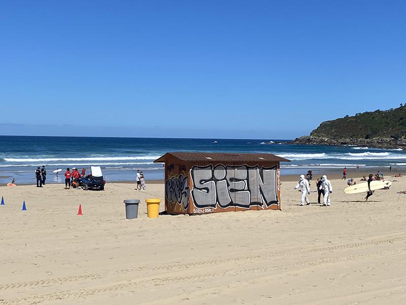 EhTyxnwWsAAxuNX 1 - Sacan de aguas de la Zurriola a una surfista que debía estar confinada