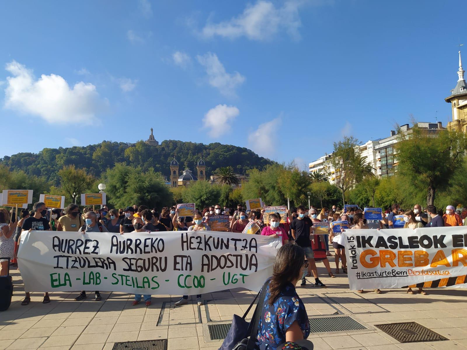 Manifestación ayer en Donostia por el inicio del curso escolar. Fotos: Edurne Chocarro