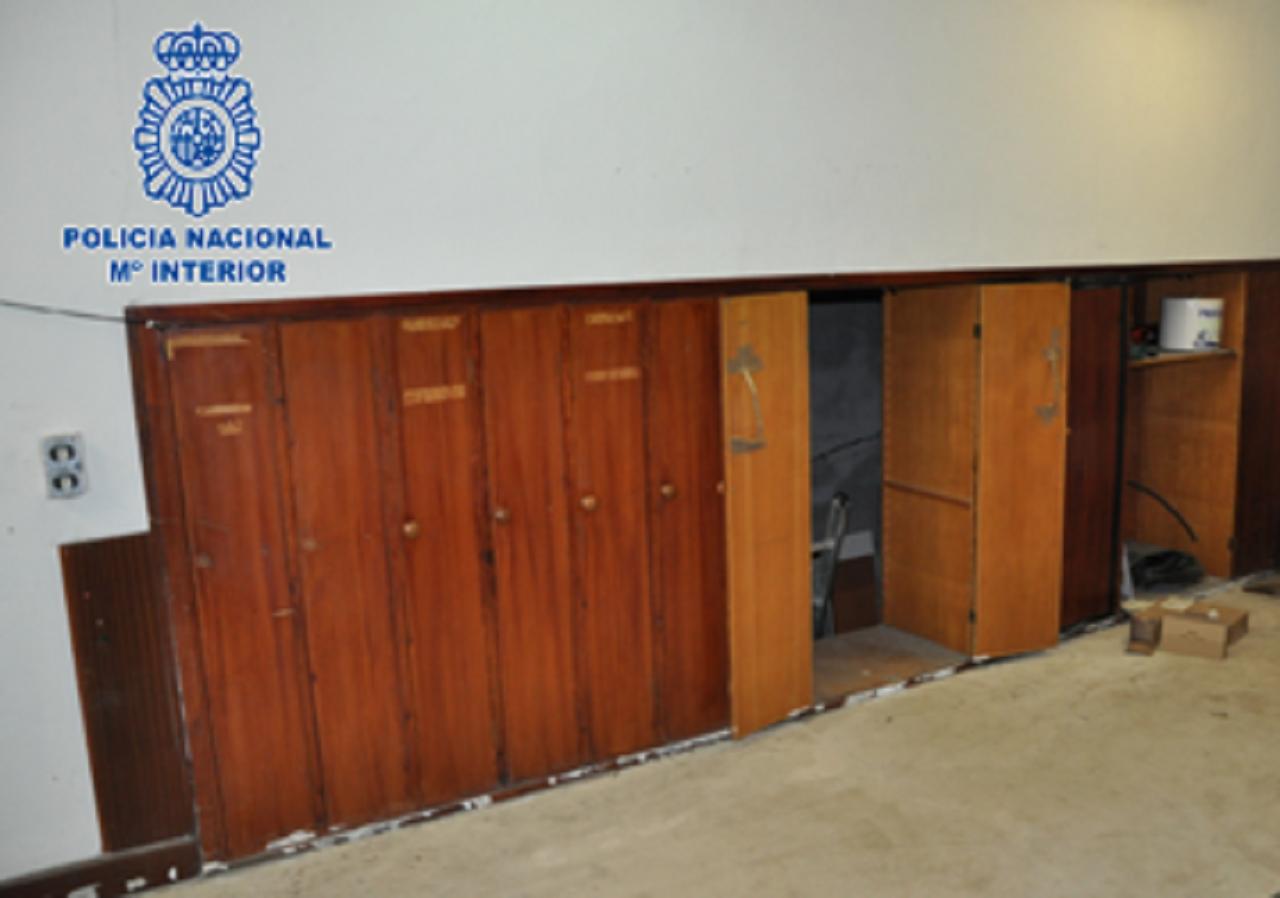 El falso armario por donde se pasaba a la estancia secreta. Foto: Ministerio del Interior.