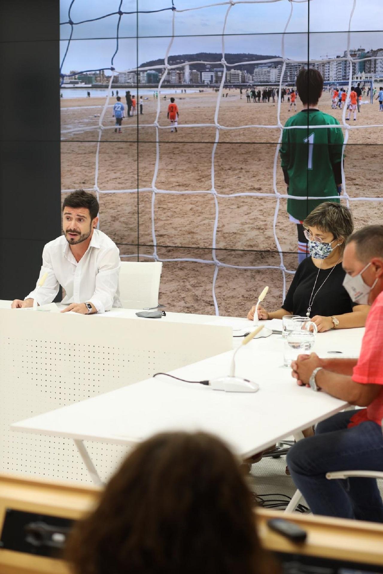 El diputado Harkaitz Millán presenta la vuelta del deporte escolar. Foto: Diputación